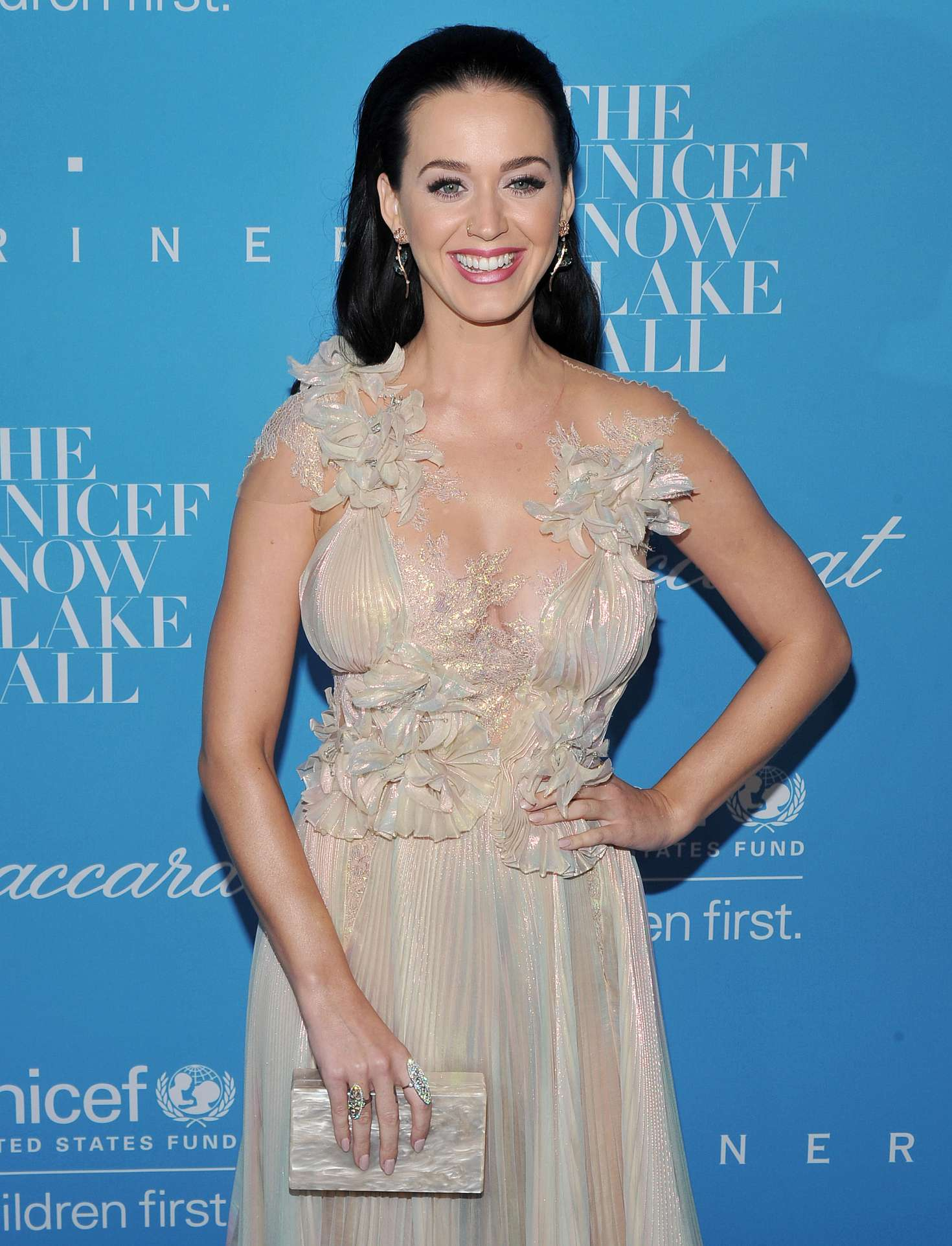 Katy perry 2016 unicef snowflake ball in new york voltagebd Image collections