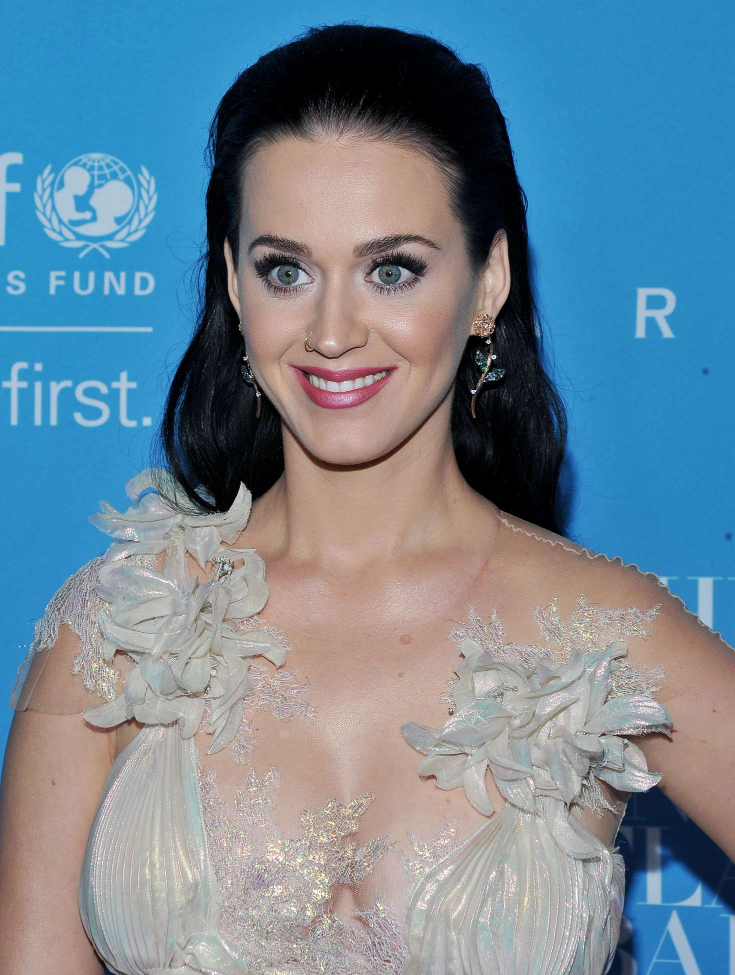 katy perry   2016 unicef snowflake ball in new york