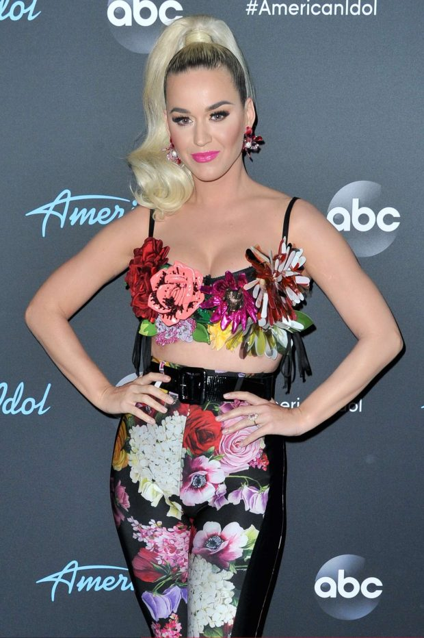 Katy Perry - American Idol Top 5 Show in Los Angeles