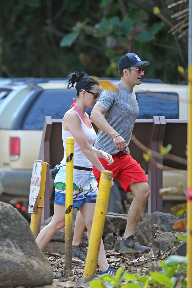 Katy Perry and Orlando Bloom Hiking in Hawaii -09