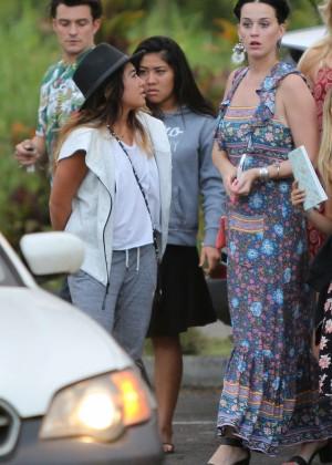 Katy Perry and Orlando Bloom Hiking in Hawaii -11