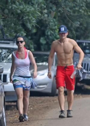 Katy Perry and Orlando Bloom Hiking in Hawaii -13