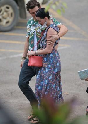 Katy Perry and Orlando Bloom Hiking in Hawaii -19