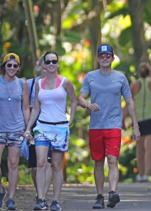 Katy Perry and Orlando Bloom Hiking in Hawaii -20