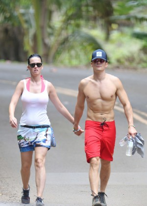 Katy Perry and Orlando Bloom Hiking in Hawaii -22