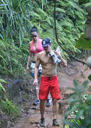 Katy Perry and Orlando Bloom Hiking in Hawaii -23
