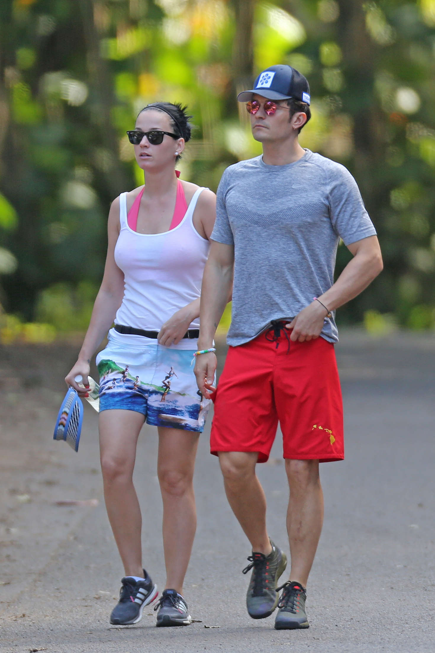 Katy perry and orlando bloom hiking in hawaii 25 gotceleb for Pool show in orlando 2016