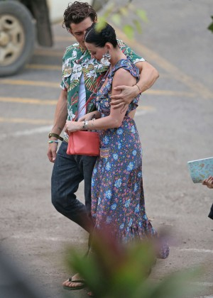 Katy Perry and Orlando Bloom Hiking in Hawaii -27