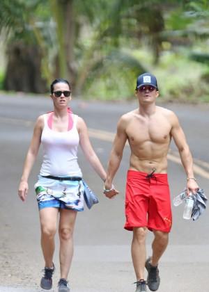 Katy Perry and Orlando Bloom Hiking in Hawaii -33