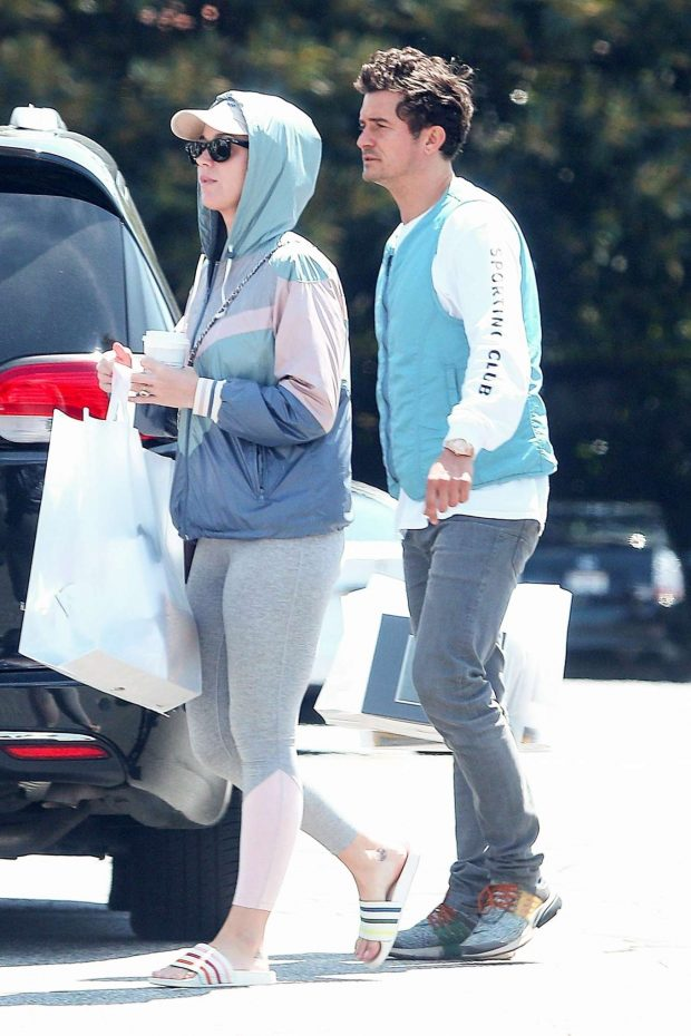 Katy Perry and Orlando Bloom - Leaves the market in Los Angeles