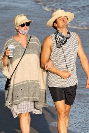 Katy Perry and Orlando Bloom - Seen on a beach in Santa Monica