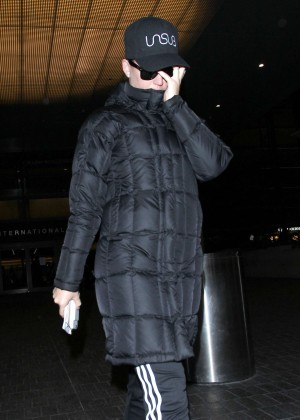 Katy Perry - Arrives at LAX Airport in Los Angeles