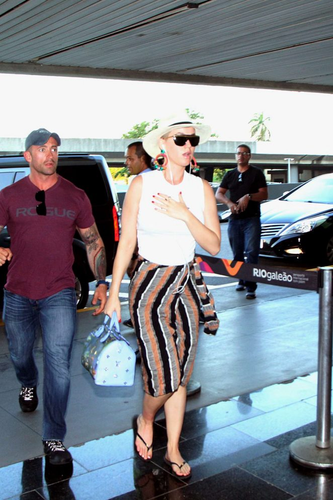 Katy Perry - Arriving at Airport in Rio de Janeiro