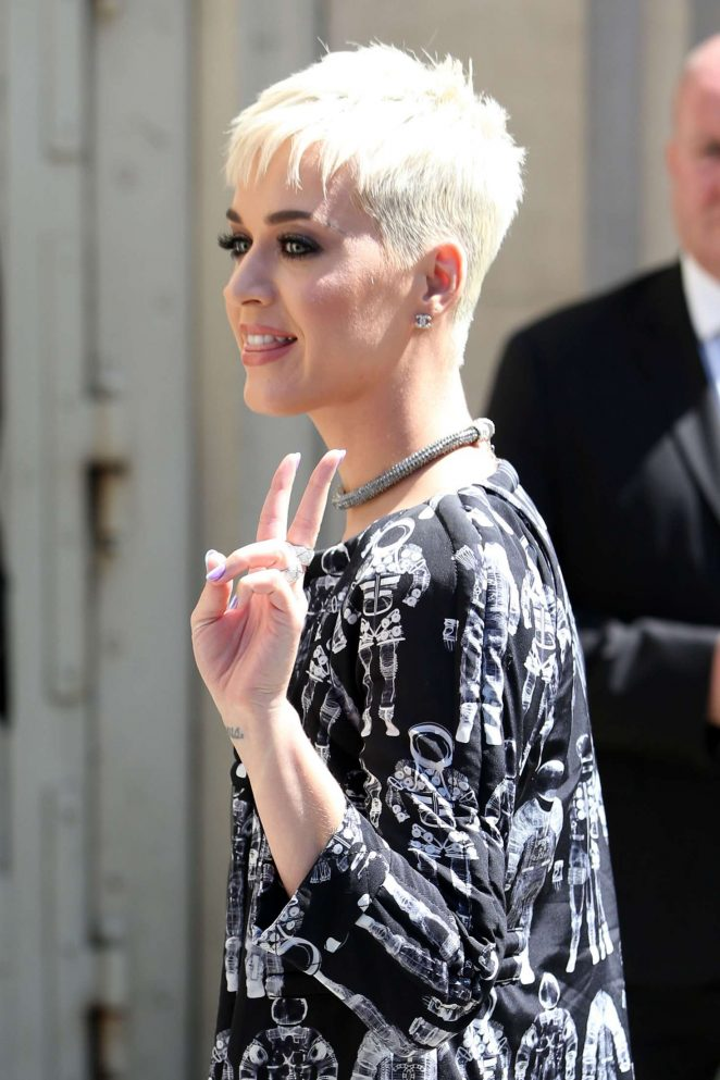Katy Perry: Chanel Fashion Show FW 2017 -01