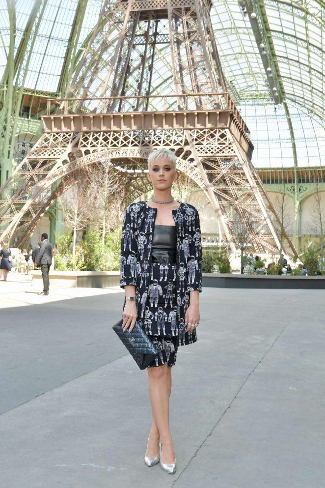Katy Perry: Chanel Fashion Show FW 2017 -20
