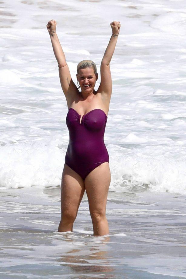 Katy Perry - In a bikini on vacation in Hawaii