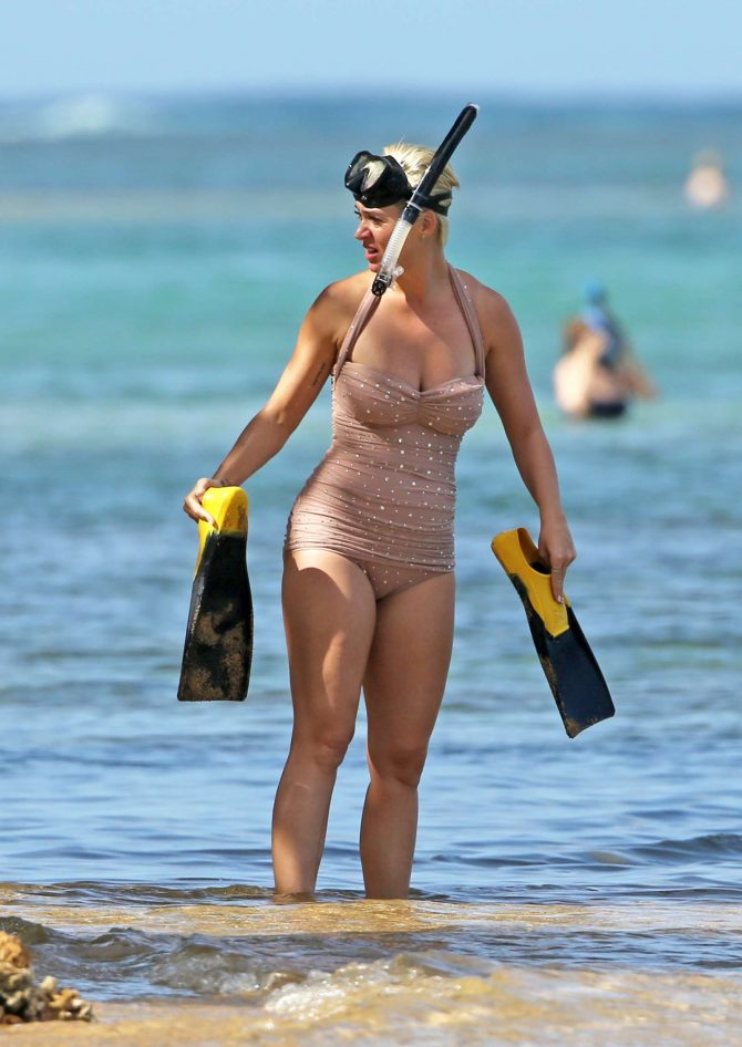 Katy Perry in Swimsuit - Snorkeling in Hawaii