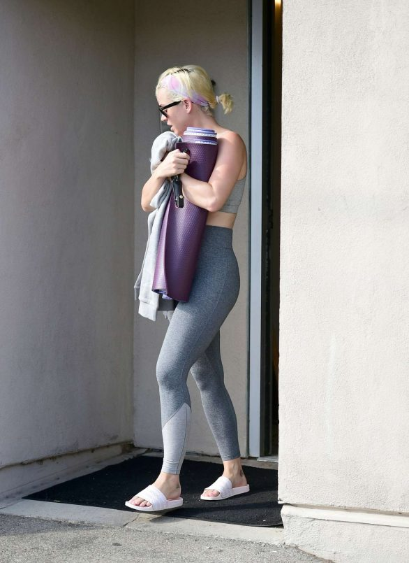 Katy Perry - Leaving a yoga studio in Los Angeles