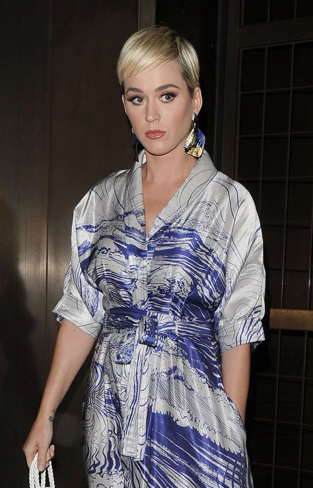 Katy Perry - Leaving her hotel in London