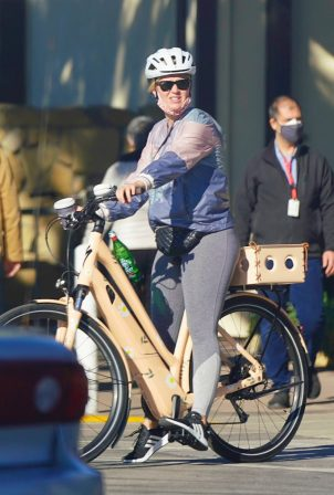 Katy Perry - Out for a bike ride in Santa Barbara