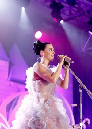 Katy Perry - Performing at 'Once Upon A Time' Children's Gala in LA