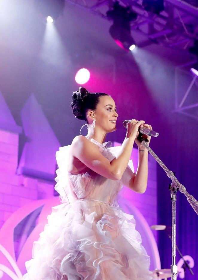 Katy Perry – Performing at 'Once Upon A Time' Children's Gala in LA