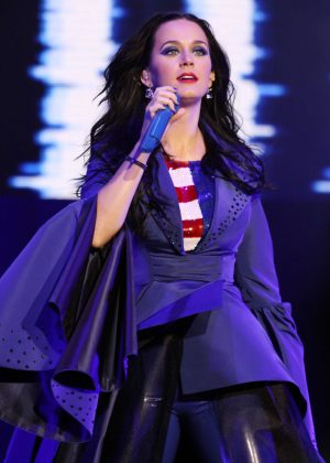 Katy Perry - Performs at Hillary Clinton Campaigns in Pennsylvania