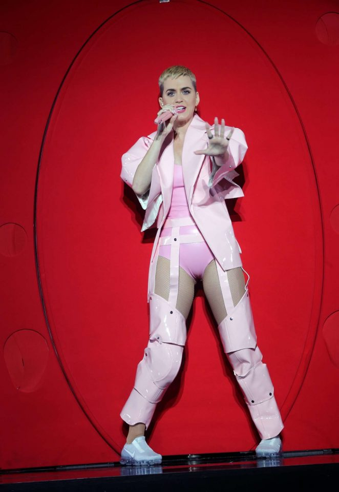 Katy Perry: Performs at the You Tube up fronts at the Jacob Javits Center -05