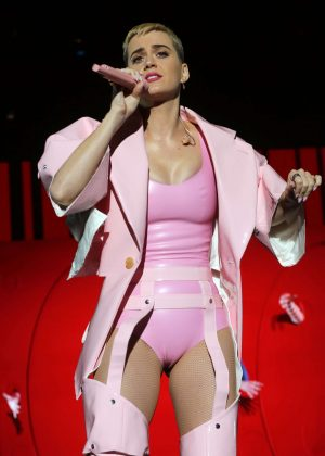 Katy Perry - Performs at the You Tube up fronts at the Jacob Javits Center in NY