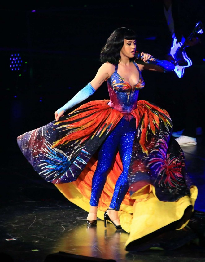 Katy Perry - Performs on tour in Shanghai