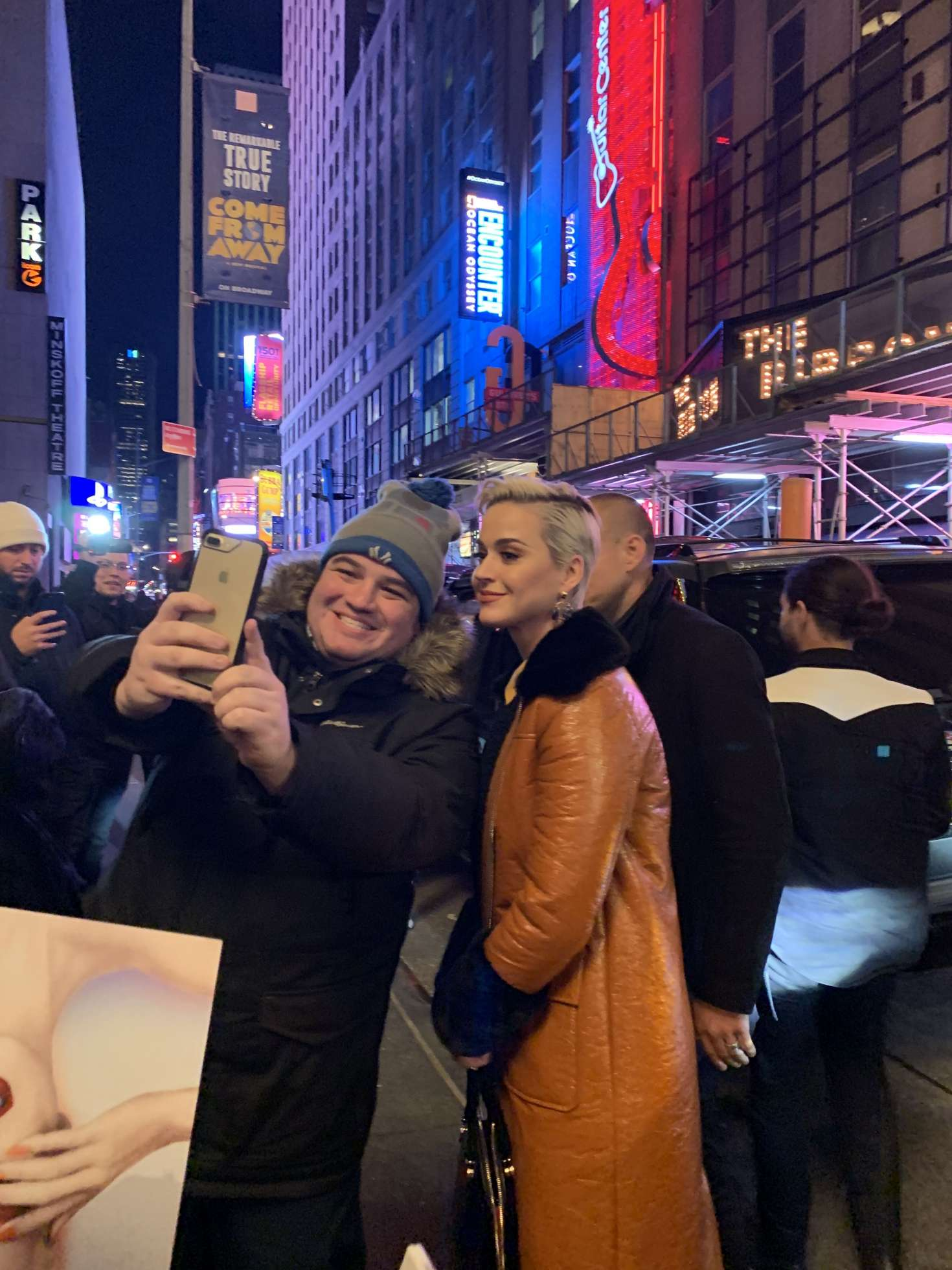 Katy Perry - Poses for a selfie with a fan in NYC