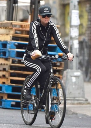 Katy Perry - Riding Her Bike in New York