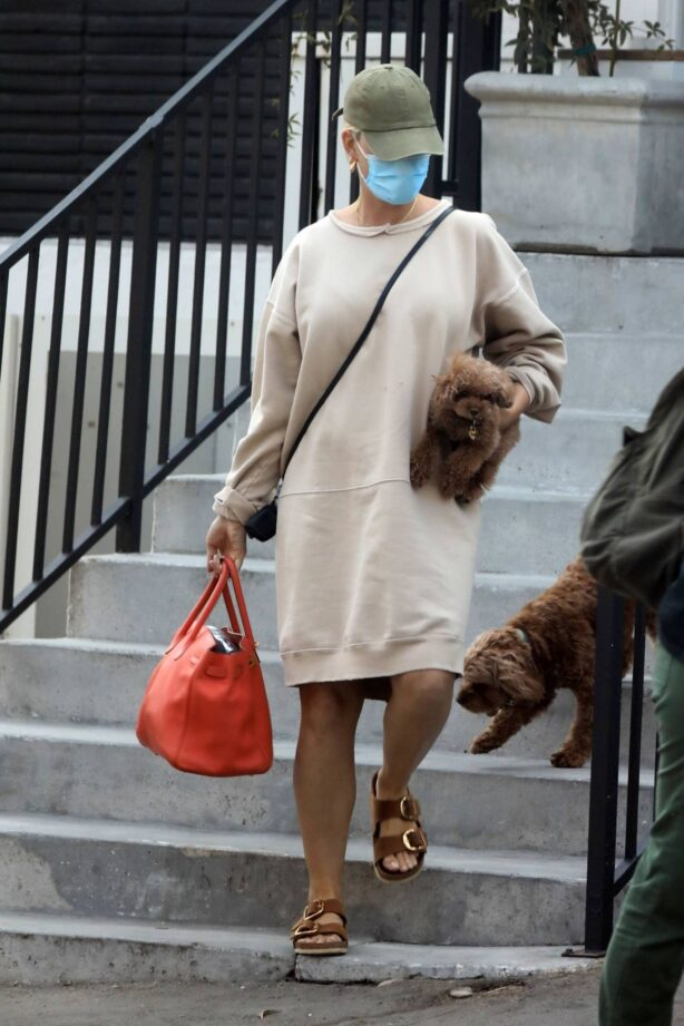 Katy Perry - Seen at a skincare clinic in Beverly Hills