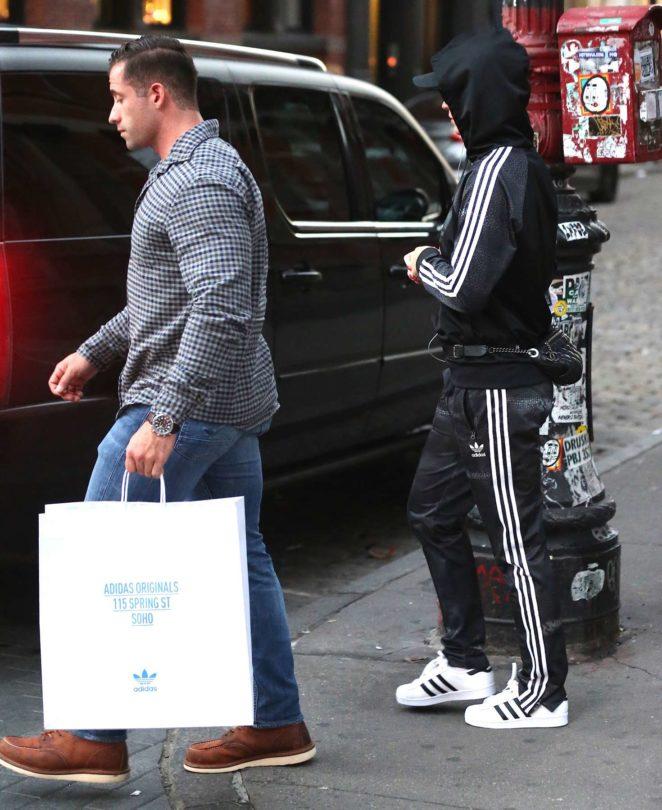 prix d'usine 9d9f2 62b8b Katy Perry: Shopping at an Adidas Store -05 | GotCeleb