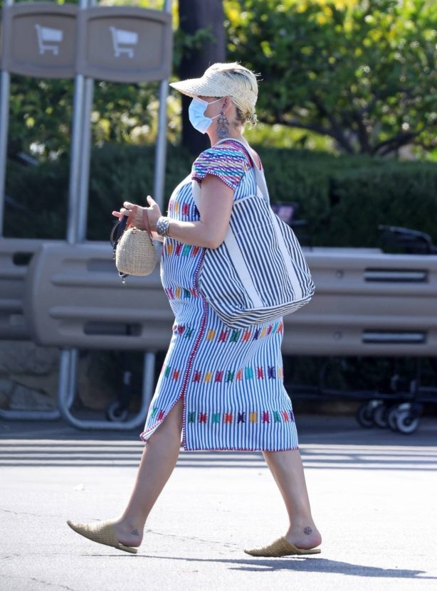Katy Perry - Shopping candids at Vons in Santa Monica