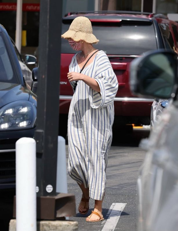 Katy Perry - Shopping candids in Montecito