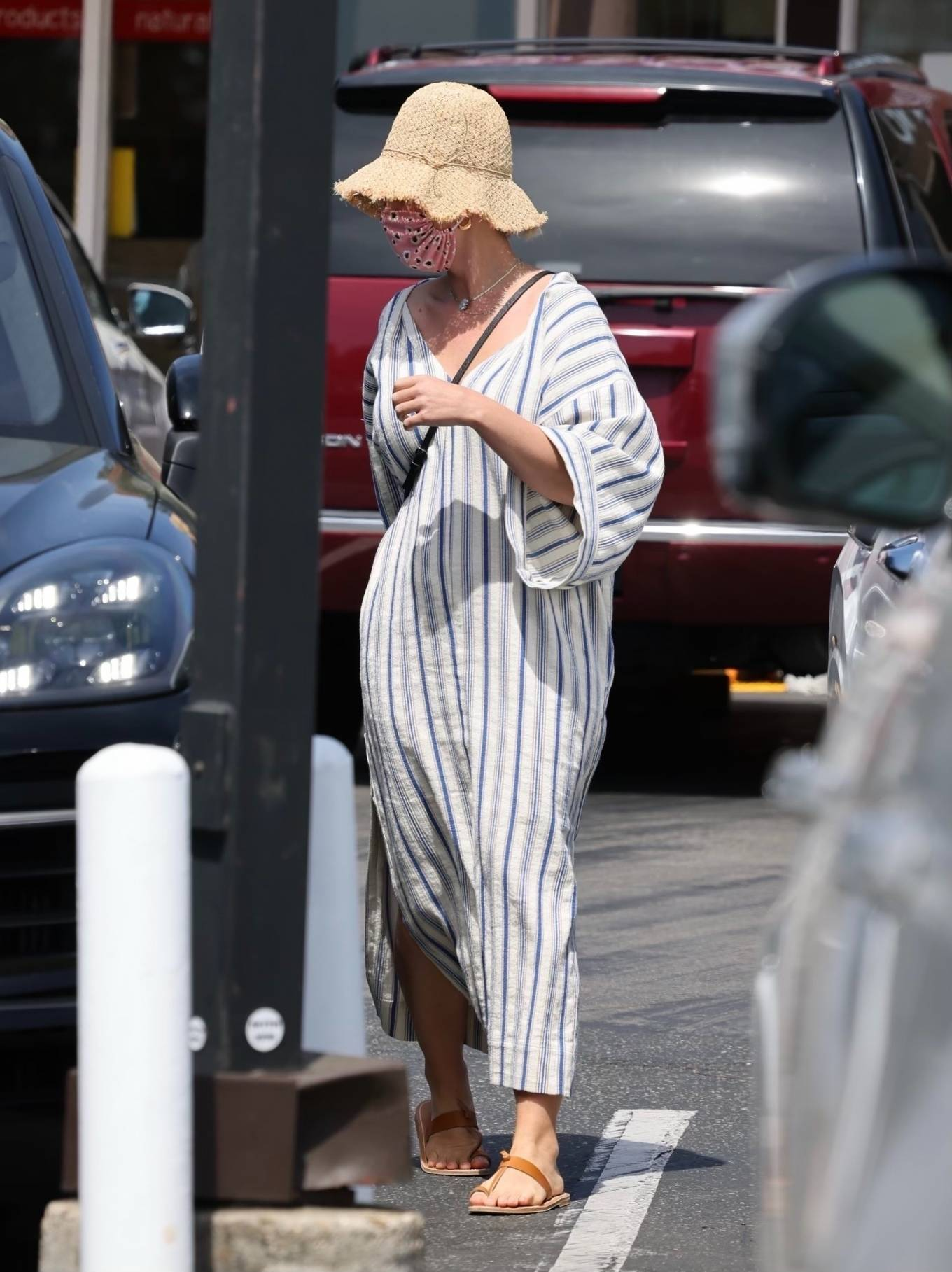 Katy Perry 2021 : Katy Perry – Shopping candids in Montecito-03