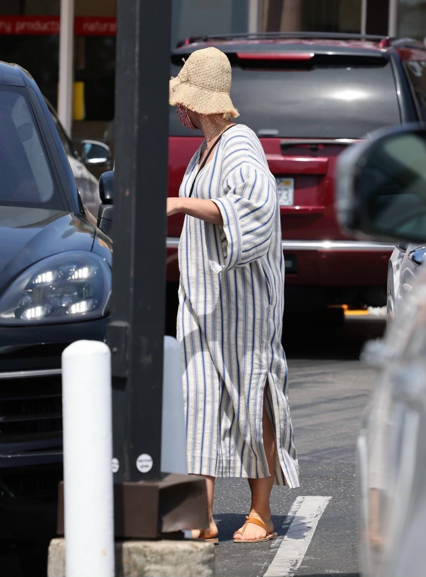 Katy Perry 2021 : Katy Perry – Shopping candids in Montecito-04
