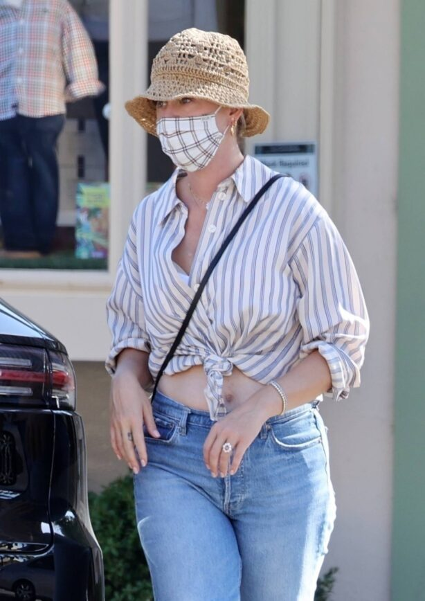 Katy Perry - Shows off her $5m engagement ring while out in Santa Barbara