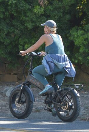 Katy Perry - With Orlando Bloom bike ride around Santa Barbara