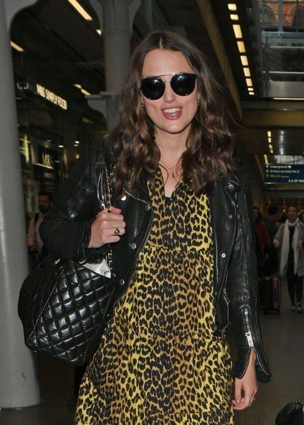 Keira Knightley - Arriving in London