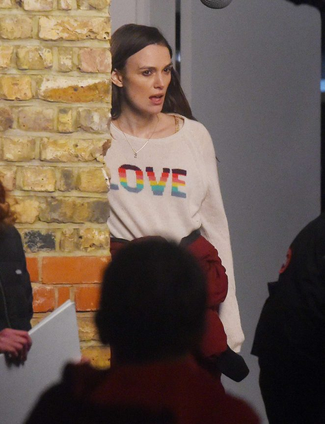Keira Knightley – Filming 'Love Actually' set in London