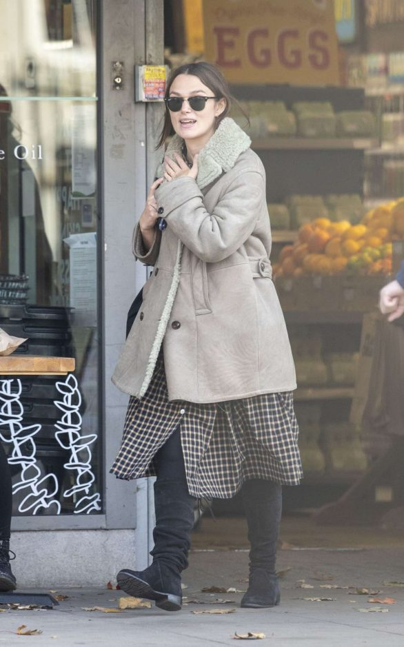 Keira Knightley - Shopping candids in London