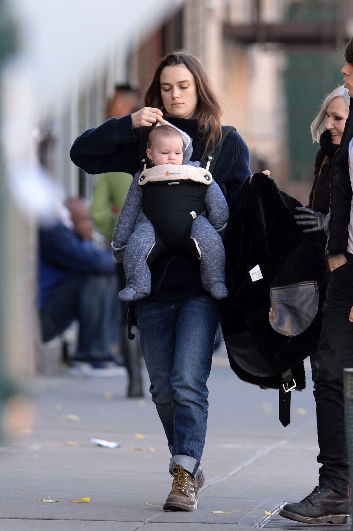 Keira Knightley With Her Daughter 25 Gotceleb