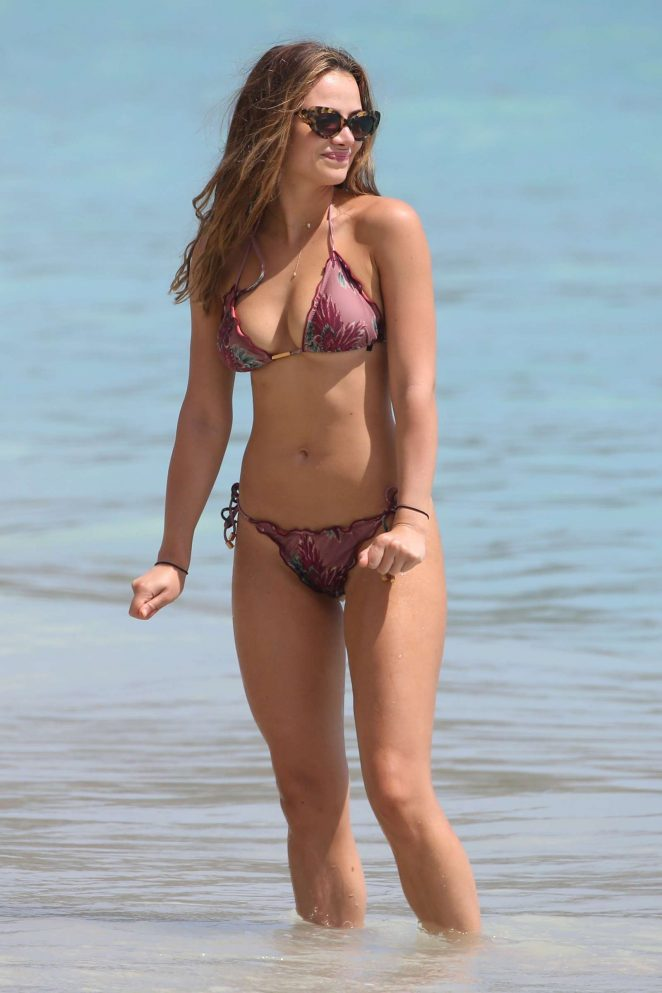 Keleigh Sperry in Bikini on the beach in Mexico Pic 5 of 35