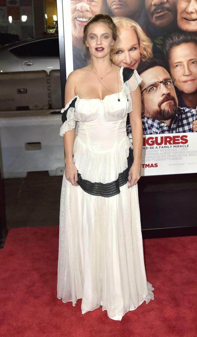 Kelli Garner – 'Father Figures' Premiere in Hollywood