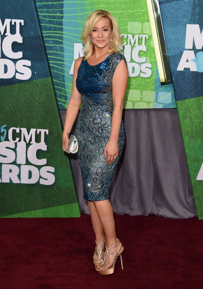 Kellie Pickler: 2015 CMT Music Awards -01