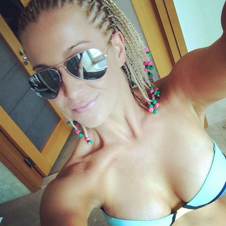 Kellie Pickler Shares Bikini Photos On Instagram