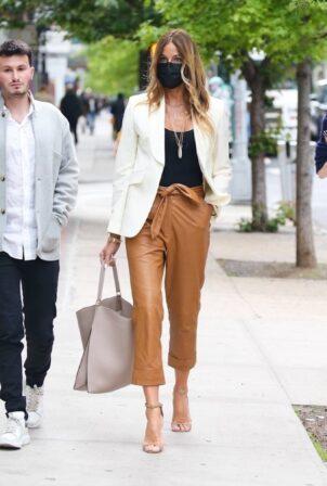 Kelly Bensimon - Looks chic in New York