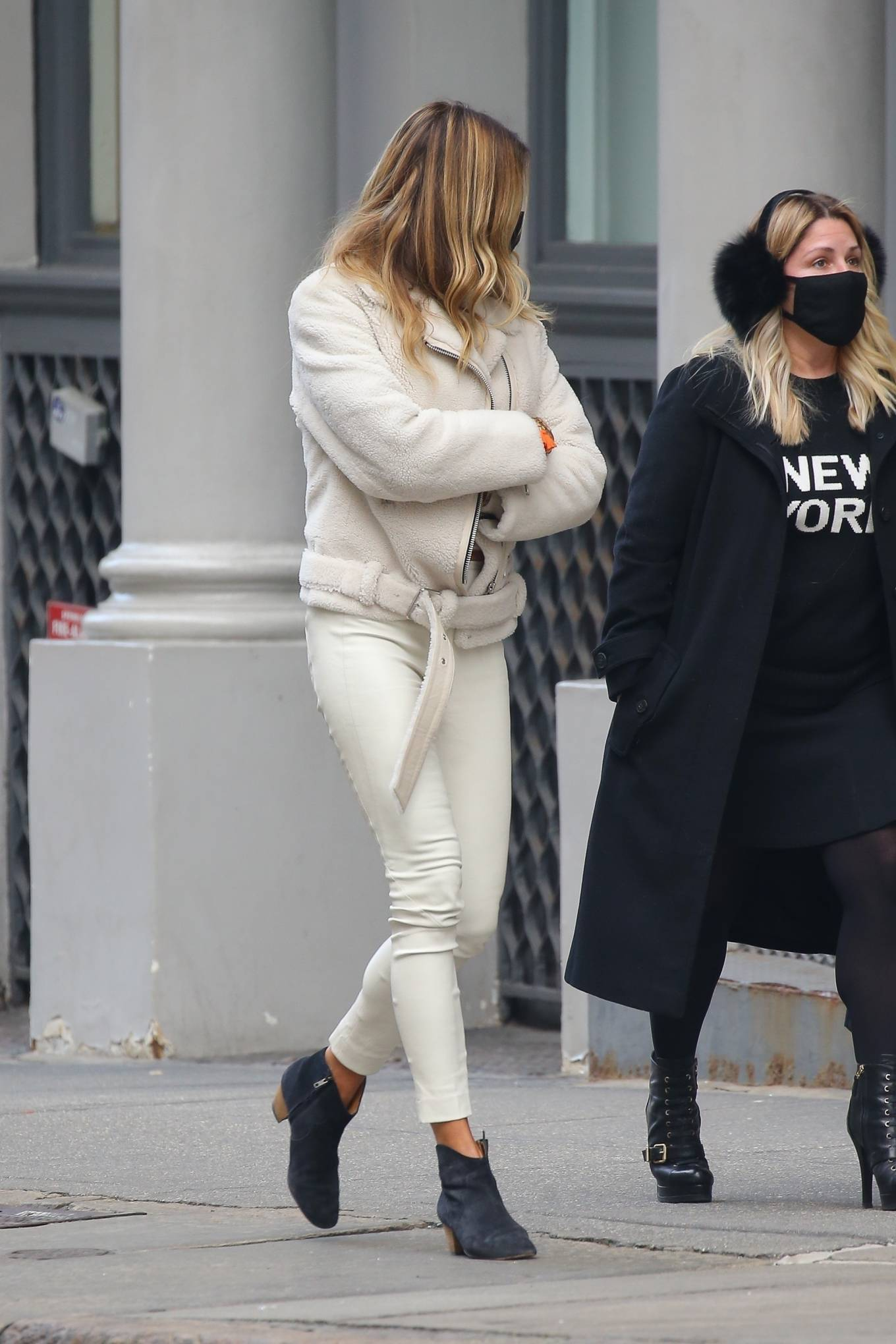 Kelly Bensimon - Out for a stroll with friends in New York City